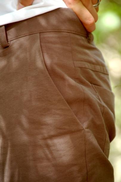 Chino-style slash pockets